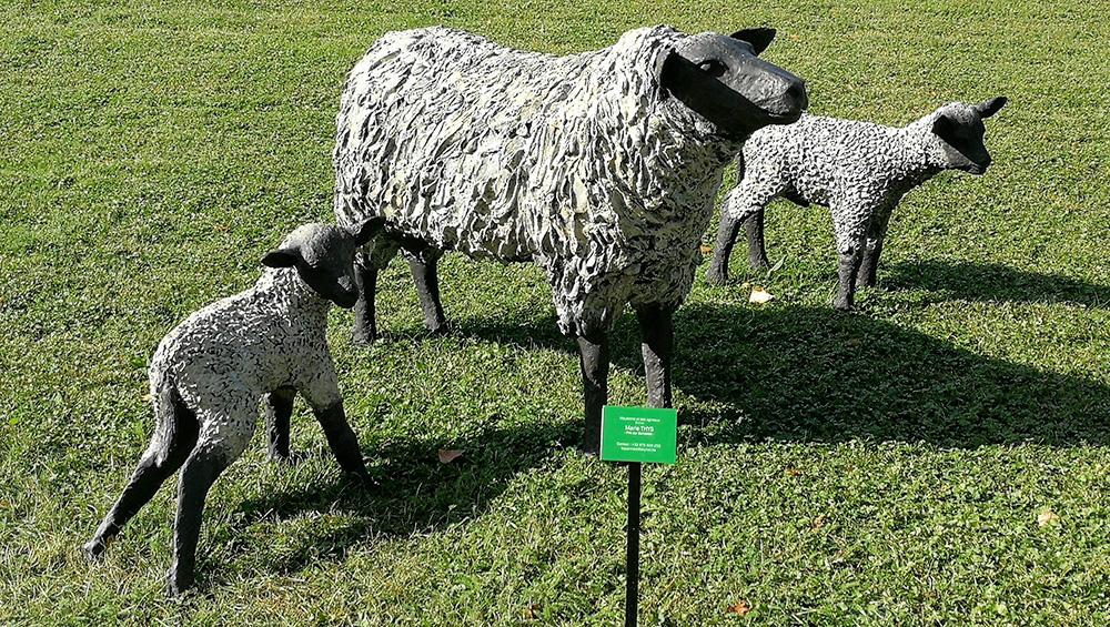 Bronzes peints représentant des moutons