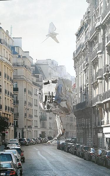 Bi-Pod et navette impériale dans une rue de Paris